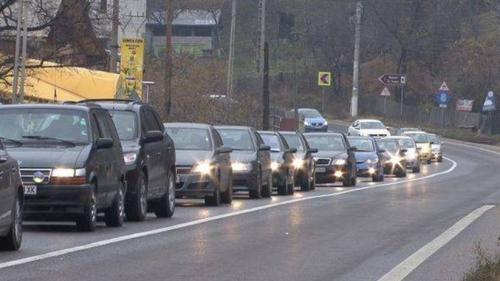 Trafic intens în Prahova! Coloană de maşini de 6 km pe DN 1, la Comarnic