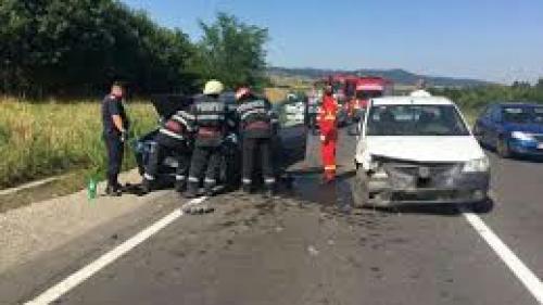 Accident rutier pe DN1! Două autoturisme s-au ciocnit, iar patru persoane au fost rănite grav