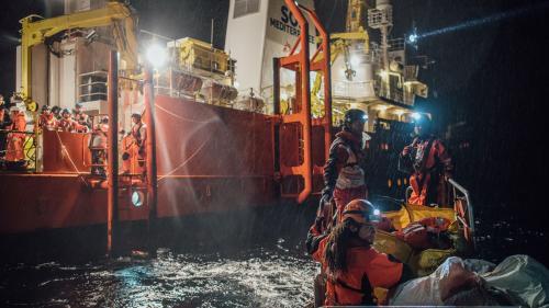 Miracle, un bebeluş născut la bordul navei Aquarius care îi salvează pe imigranţi din Mediterana