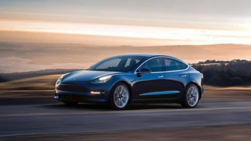 Tesla, dependentă de updateuri