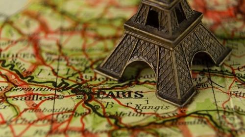 Parisul, destinatie preferata de investitorii străini!