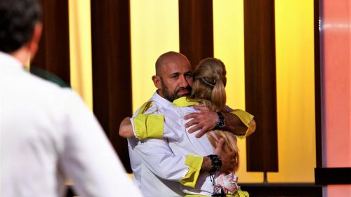 """Bucătarii lui chef Florin au câștigat primul battle  """"Chefi la cuţite"""", lider detaşat de audienţã"""