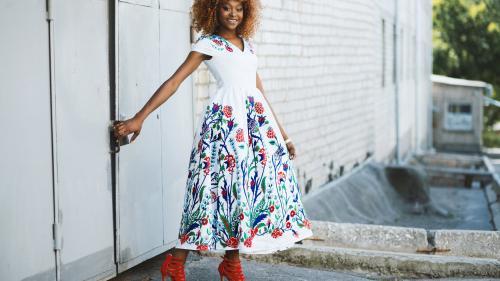 Fashion: afla care sunt pantofii PERFECTI in functie de modelul rochiei!
