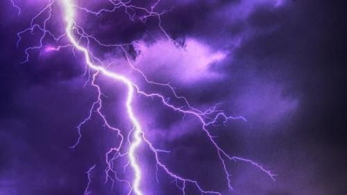 Cod portocaliu de furtună pentru judeţele Caraş-Severin şi Timiş, până la 17:30
