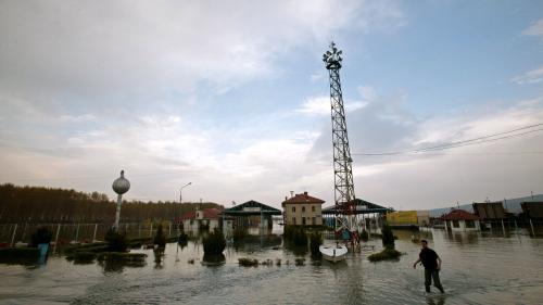 Cod portocaliu de inundaţii pentru râuri din 14 judeţe; Cod galben pentru 34 de judeţe