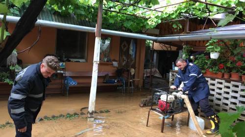 Furtuna și ploile au afectat 200 de gospodării din Păuliș iar Drumul Vinului a fost acoperit cu nămol
