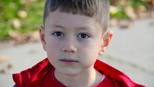 Explicaţiile psihoterapeutului:15 reguli de bază pentru sănătatea emoţională a copiilor noştri