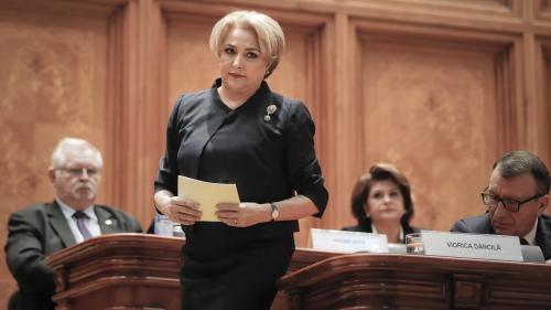 Dăncilă, despre persoanele care au protestat la Parlament în timpul discursului său: Este dreptul lor