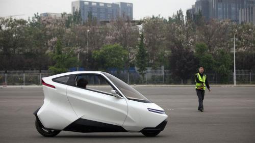 Maşină electrică pe două roţi