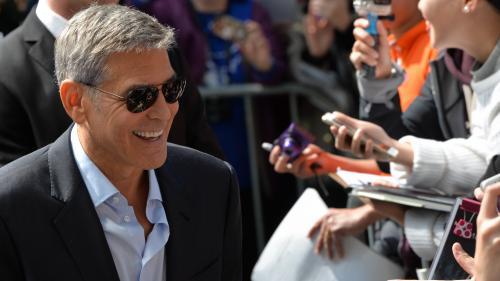 Soţii Clooney au donat 100.000 de dolari pentru copiii separaţi de părinţii imigranţi