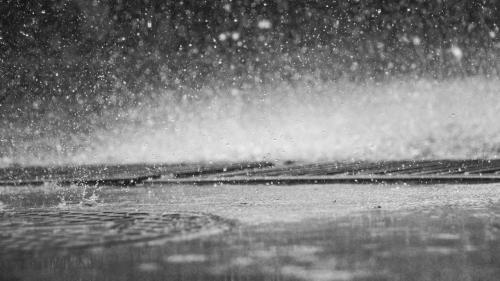 Avertizare ANM. Cod galben de ploi şi furtuni în 31 de judeţe, pe parcursul zilei de vineri; informare de vreme instabilă, până sâmbătă seară
