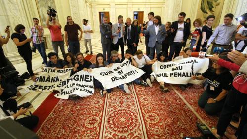 Iordache, despre protestele din Parlament: Este inadmisibil; vom discuta în Birourile permanente