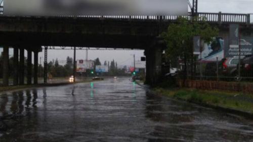 PMB: Echipele ApaNova şi operatorii de salubritate intervin pentru evacuarea acumulărilor de apă, în urma ploii
