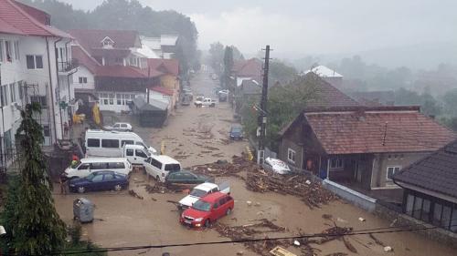 VIDEO - Dezastru după o viitură în comuna Luncavăt