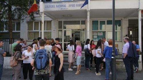 Școala de părinți: nimeni nu revendică proiectul, toată lumea s-a enervat