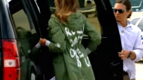 Gafă uriașă a Melaniei Trump. Ce scria pe spatele hainei Primei Doamne