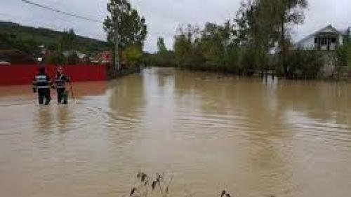 Peste 20 de localităţi din 14 judeţe, afectate de ploi. Case, anexe gospodăreşti şi subsoluri inundate