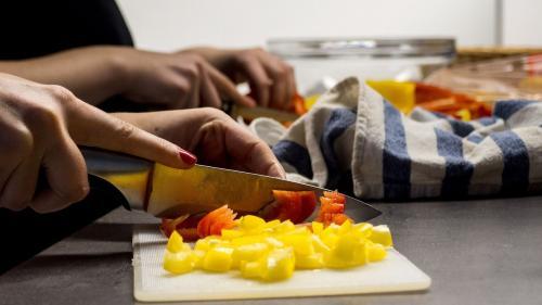 Top 4 cele mai mari greșeli care se fac în bucătărie și care îngrașă