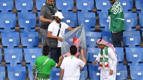 VIDEO - Cupa Mondială 2018. Nouă modă printre suporteri: curățenia pe stadioane după meciuri