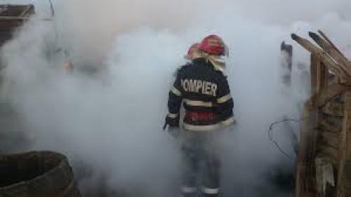 Un bărbat din Olt a fost găsit mort de pompierii care stingeau incendiul izbucnit la casa acestuia