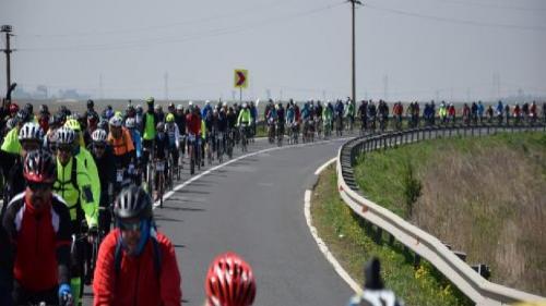 Aproape 250 de biciclişti amatori, într-un marş dedicat celor 100 de ani de la Marea Unire