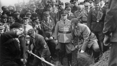 Un muzeu din Berlin a restituit unei familii evreieşti o sculptură din lemn furată de nazişti