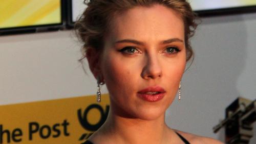 """Scarlett Johansson neagă acuzaţiile că ar fi participat la """"audiţii"""" pentru a fi iubita lui Tom Cruise"""