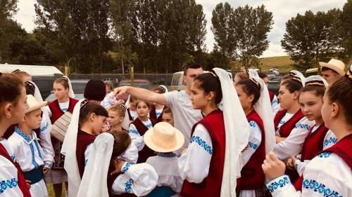 """De la """"Chilia-n port"""", la teii sărbătoriți în Luncavița"""