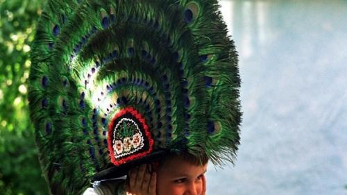 Clopul cu păun - piesă de rezistență a costumului popular năsăudean