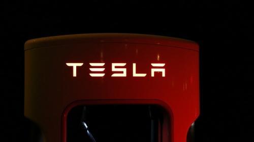 Tesla isi face fabrica în China. Prima din afara SUA