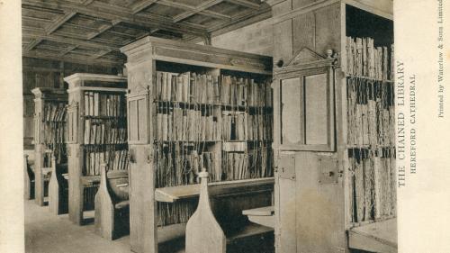 Biblioteca unde cărțile sunt prinse cu lanțuri și lacăte de rafturi
