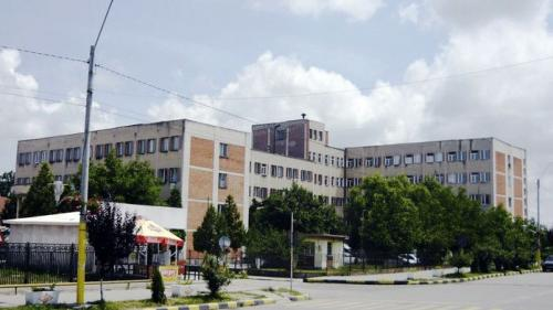 Caz revoltător în Gorj. Un bărbat, lăsat să moară în fața spitalului din Rovinari