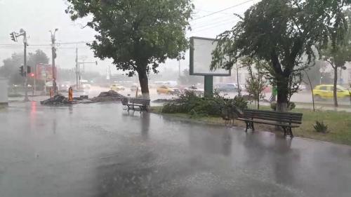 Cod galben de furtună pentru judeţele Bistriţa-Năsăud, Maramureş şi Bihor, în următoarea oră