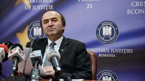 Toader: În măsura în care va fi solicitat, Ministerul Justiţiei va contribui la definitivarea unui punct de vedere către Comisia de la Veneţia
