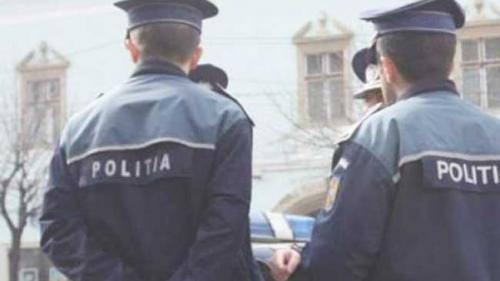 Un bărbat a fost prins în timp ce vindea o armă letală în parcarea unui resturant din Râmnicu Vâlcea