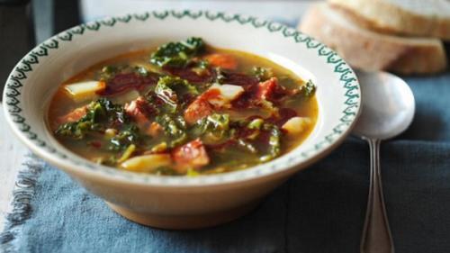 Supa de măcriș cu afumătură (rețetă ardelenească)
