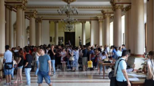 Aproape 3.000 de candidaţi pentru admiterea la UMF 'Carol Davila' din Bucureşti