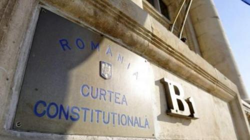CCR admite sesizarea PNL şi USR privind neconstituţionalitatea Legii manualului şcolar