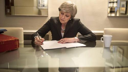 Guvernul britanic a evitat la limită o înfrângere în parlament