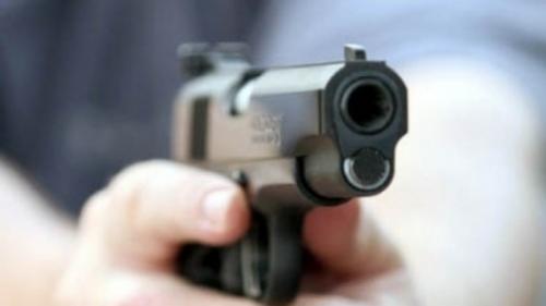 Caz şocant în Dâmboviţa! Un bărbat a fost împuşcat cu un pistol cu aer comprimat