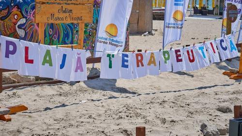 Caz şocant la Mamaia! Plaja terapeutică destinată copiilor cu dizabilităţi este ocupată de turiştii