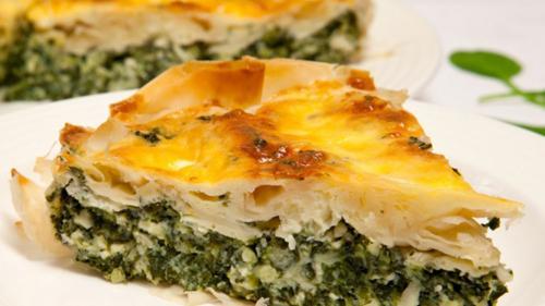 Reţeta zilei: Plăcinţele cu şuncă, brânză şi spanac