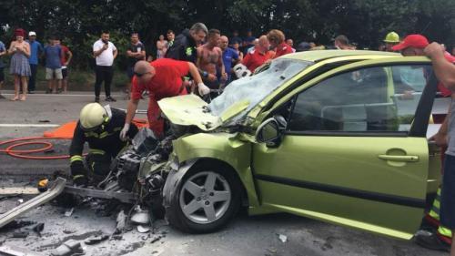 Trei persoane, rănite într-un accident, în apropiere de Costineşti
