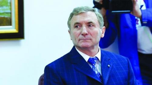 Augustin Lazăr, slujbaş la stat de-o viaţă, a donat sute de mii de euro celor două fiice