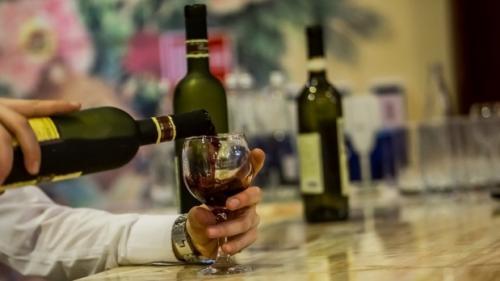 Consumul moderat de alcool poate duce la apariția a cel șapte tipuri diferite de cancer
