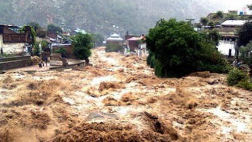 Inundații devastatoare în Vietnam. Zeci oameni și-au pierdut viața