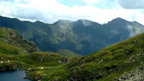 Turiştii izolaţi în zona masivului Făgăraş au fost cazaţi la o pensiune în zona Nucşoara
