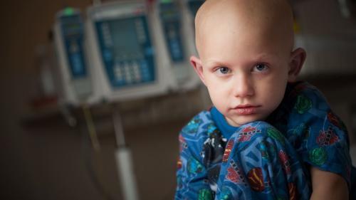 Un oncolog pediatru turc îi consultă gratuit pe copiii diagnosticați cu cancer