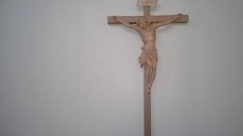 Consilier al Papei Francisc critică dur propunerea de obligativitate a prezenţei crucilor în toate spaţiile publice