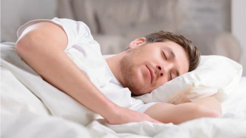 Ce face somnul cu creierul nostru? Ce trebuie să faci ca să te trezeşti odihnit?
